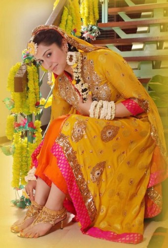 Latest mehndi Different Colors Of Frocks