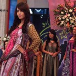 Nadia Hussain Premium Lawn in morning show (1)