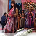 Nadia Hussain Premium Lawn in morning show (5)